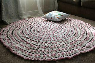 ravelry cotton candy pom pom rug pattern  lee sartori