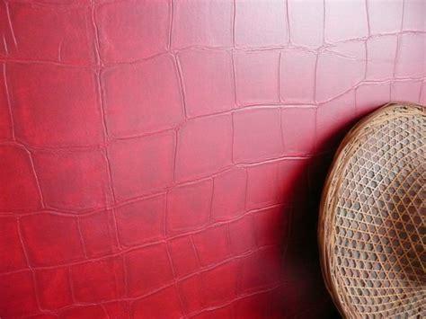 chambre avec papier peint effet croco arts en couleurs