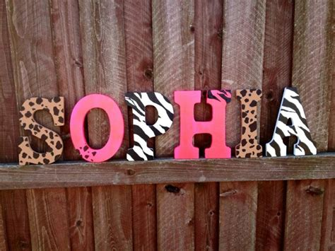 lettre prenom chambre lettres décorées pour que votre enfant joue avec l 39 alphabet