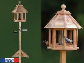 Mangeoire Oiseaux Sur Pied : mangeoire oiseaux oisillon ~ Teatrodelosmanantiales.com Idées de Décoration