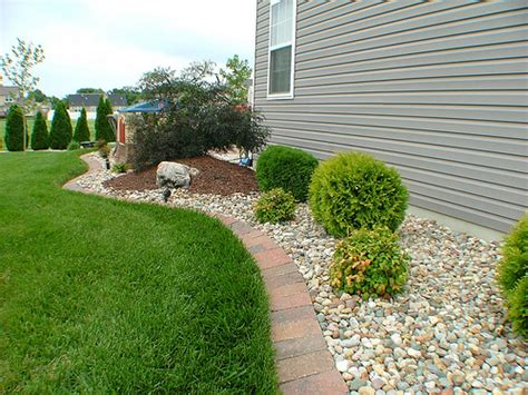 landscape ideas for side of house landscaping landscaping ideas along side of house