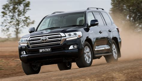 land cruiser 2016 toyota land cruiser the j200 facelift debuts