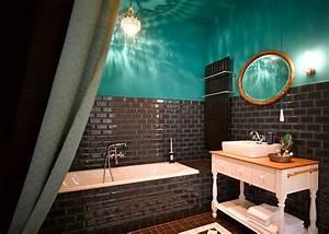 Gorki Apartments Berlin : 15 eclectic bathrooms with a splash of delightful blue ~ Frokenaadalensverden.com Haus und Dekorationen
