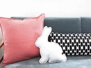 Coussin Pour Lapin : coudre un coussin en forme de lapin ~ Teatrodelosmanantiales.com Idées de Décoration