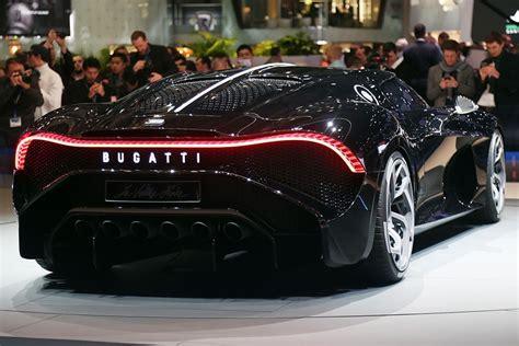 Este modelo sirve de homenaje para el famoso bugatti eb110 de principios de los 90, como una especie de reinterpretación moderna, es el modelo. Bugatti La Voiture Noire: el fantasma de Ginebra 2019 | Autocasión