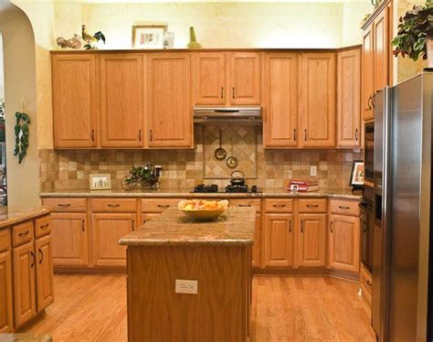 Kitchen Backsplash Pictures With Oak Cabinets by Backsplash With Oak Cabinets Kitchen