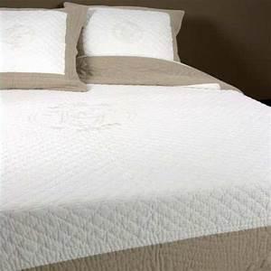 Couvre Lit Blanc : couvre lit boutis v nus 230x250 2 taies 65x65 la compagnie du blanc ~ Teatrodelosmanantiales.com Idées de Décoration