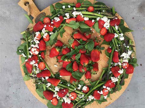 asparagus  strawberry christmas wreath salad