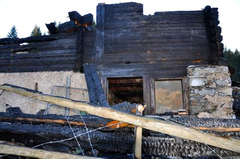 chalet enti 232 rement d 233 truit par le feu au planet entre la forclaz et les echenards journal le