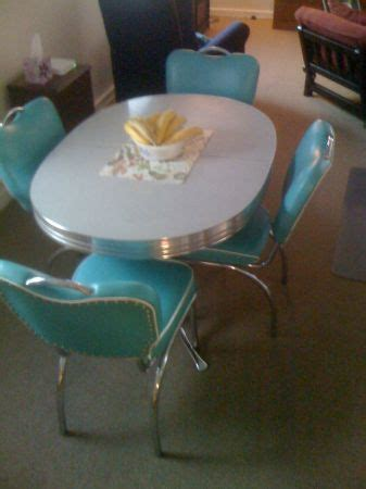 retro  oval dining table   dinette chairs