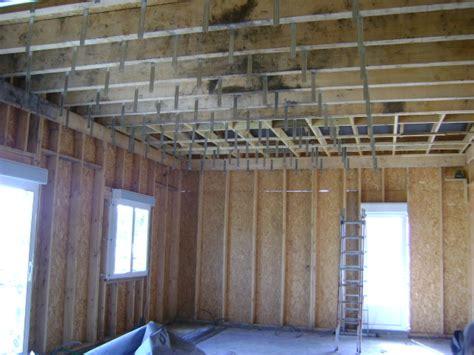 plafond suspendu bois jennmomoftwomunchkins