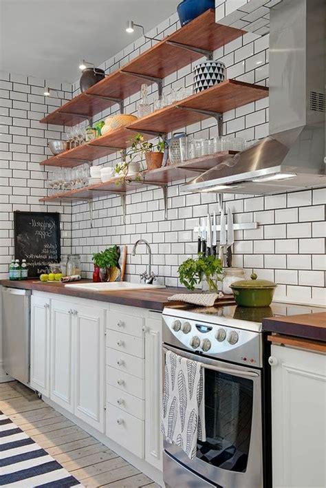 asticot blanc dans la cuisine le carrelage métro blanc fait fureur dans la cuisine archzine fr