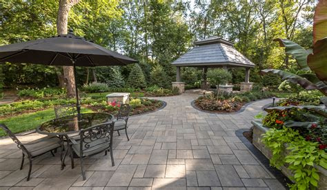 Unilock Beacon Hill Pavers by Unilock Beacon Hill Flagstone Patio With Brussels