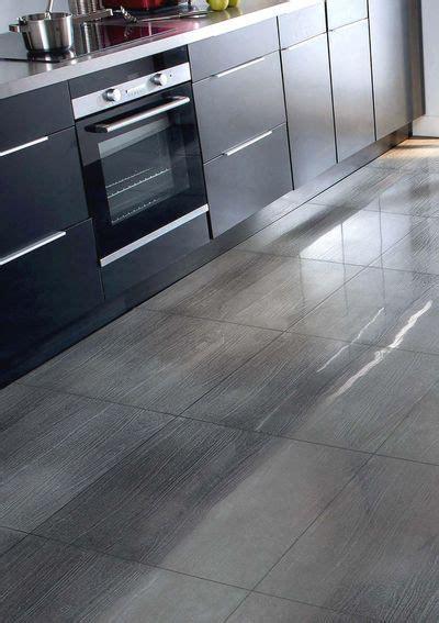 sol vinyl pour cuisine cuisine remplacer un sol pvc par un carrelage côté maison
