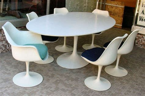 vintage tulip dining table by eero saarinen for knoll at