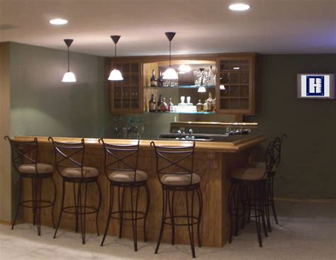 Decor Swivel Bar Stools And Kitchen Cabinets With Pendant