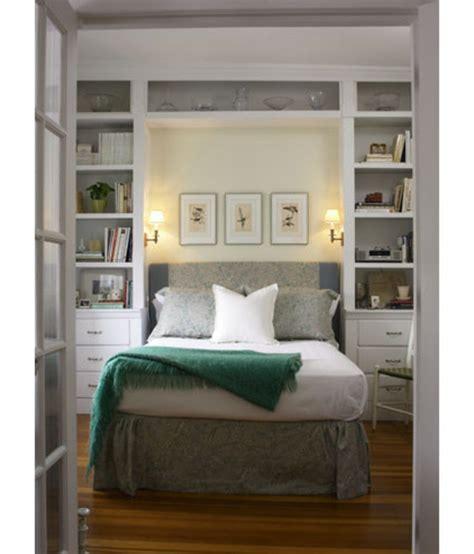 schrank mit integriertem schreibtisch 2 7 hinweise wie das kleine schlafzimmer größer aussehen kann