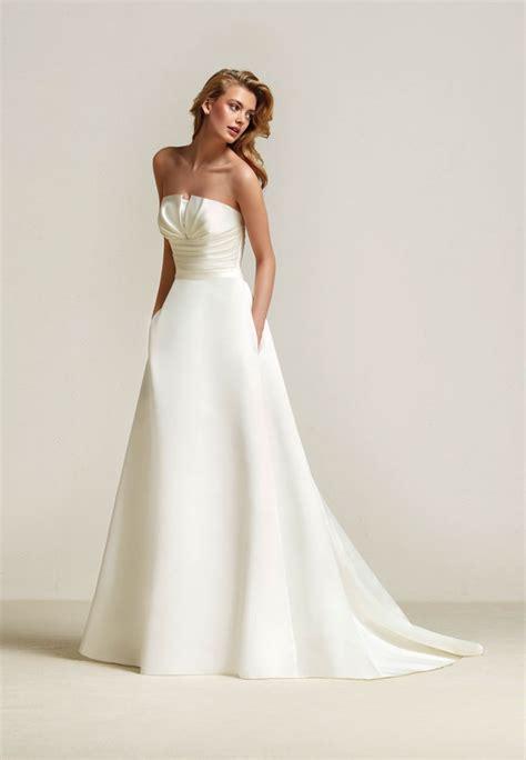 Draminia Pronovias Meghan Markle wedding dress style