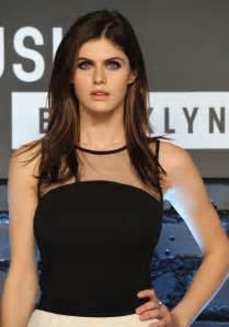 Alexandra Daddario Height and Weight Stats ...