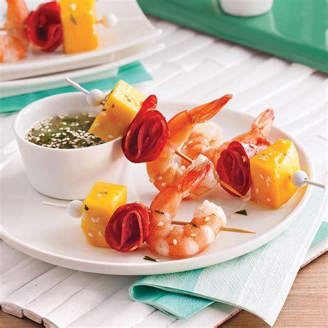 cuisine crevette mini brochettes aux crevettes mangue et chorizo recettes cuisine et nutrition pratico