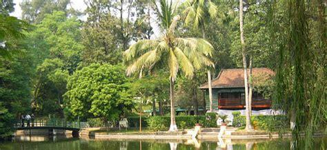 Wohnhaus In Pilar by Hanoi Ho Chi Minh Chua Mot Cot