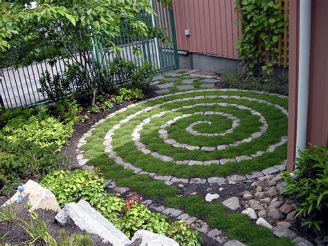 17 Best Ideas About Labyrinth Garden On Pinterest