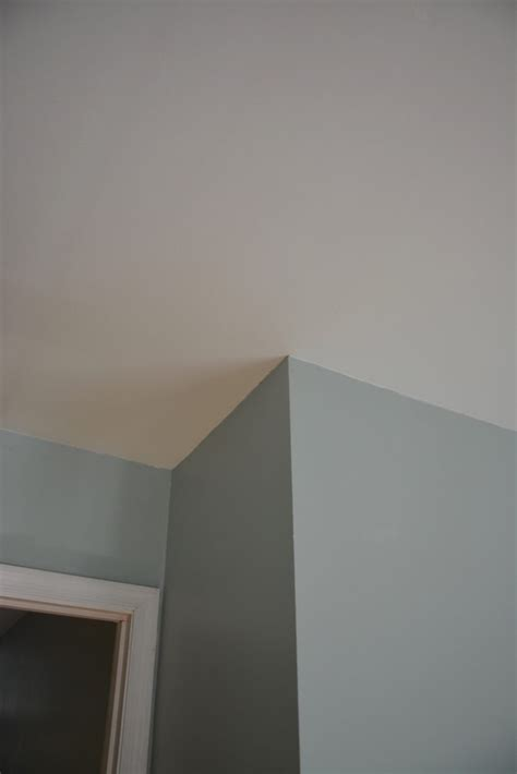 how to put up crown molding on kitchen cabinets how to put up crown molding like a novice thrift diving 9930