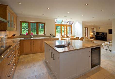 table de cuisine en marbre la cuisine avec ilot cuisine bien structurée et