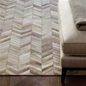 tapis de luxe contemporain marron et beige fonce bali par With tapis peau de vache avec canapé inclinable 2 places