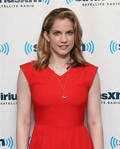 Anna Chlumsky Photos, Slideshows & Net Worth