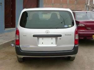 Vendo Toyota Probox En Poliza De Color Plata Del 2005 Y