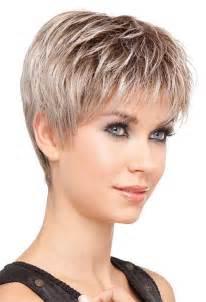 coupe cheveux court femme 60 ans coiffure courte dégradé femme