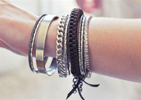 Diy Leather Lanyard Bracelet   Maegan. Multi Stone Rings. Colored Diamond. Plain Sterling Silver Bangle Bracelets. St Christopher Pendant. Horseshoe Pendant. Swarovski Chains. Medusa Versace Necklace. Zircon Earrings