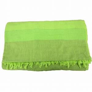 Couvre Lit Vert : grande tenture k rala plaid couvre lit vert printemps provence ar mes tendance sud ~ Teatrodelosmanantiales.com Idées de Décoration
