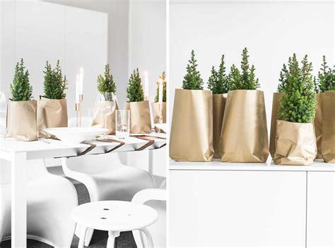 Tischdeko Weihnachten Weiß Silber by Weihnachtliche Tischdeko In Gold Sch 246 N Bei Dir By Depot