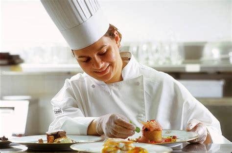 chef cuisine femme travailler sans diplôme dans la restauration collective cidj