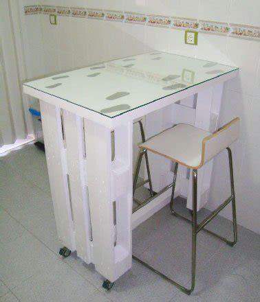 petit table de cuisine table palette sur roulettes dans cuisine studio