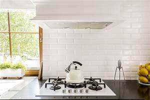 5 benefits of installing a kitchen backsplash renosgroupca for Advantages of using glass tile backsplash
