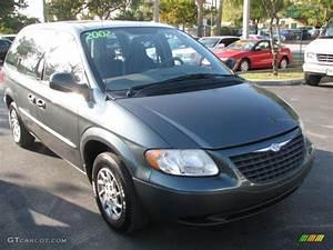 2002 Onyx Green Pearl Chrysler Voyager #45691451 ...