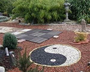 cailloux deco jardin deco robinet exterieur reference maison With allee de jardin en galet 16 jardin moderne avec du gravier decoratif galets et plantes