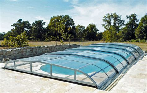 abri de piscine rideau piscine les 233 quipements pour une eau plus chaude c 244 t 233 maison fr
