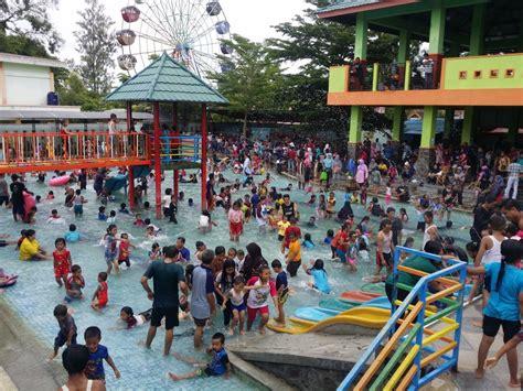 madiun umbul square diserbu ribuan pengunjung  hari