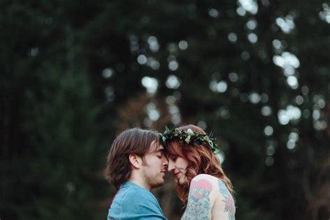 cinta  tulus  mengecup keningnya bukan melumat