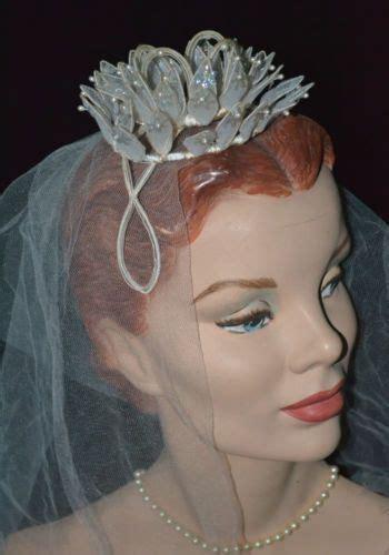 Delightful 1940s 1950s Vintage Wedding Tiara Crown Veil
