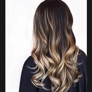 Balayage Cheveux Bouclés : quel balayage pour quelle couleur de base de cheveux ~ Dallasstarsshop.com Idées de Décoration