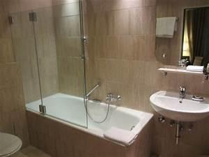 Duschvorrichtung Für Badewanne : badewanne samt duschvorrichtung bild von bayerischer hof ~ Michelbontemps.com Haus und Dekorationen