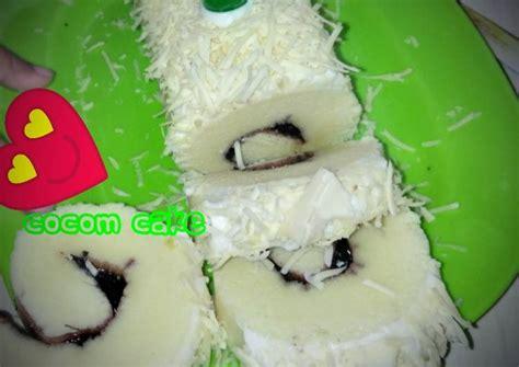 Tuang adonan ke dalam sebuah loyang. Resep Bolu gulung putih telur anti gagal, mantap 😘 oleh Cocomcake - Cookpad