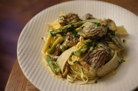 cuisiner des asperges fraiches tagliatelles aux morilles et asperges vertes