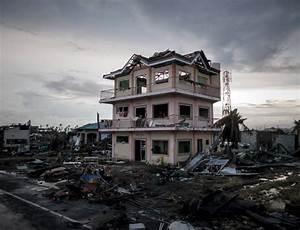 Social media helps aid efforts after typhoon Haiyan | New ...