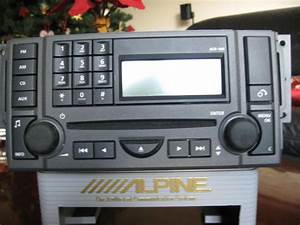 Sell Land Rover Lr3 Radio    Cd Player Part   Vux500490